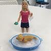 On a testé la poupée Barbie et son chien heure du bain