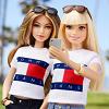 Défilé TOMMYxGIGI : Mattel crée une poupée Barbie à l'effigie de la it-girl