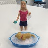 Poup�e Barbie et son chien heure du bain
