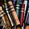 Burberry ouvre aujourd'hui des bars à écharpes