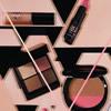 La chanteuse Ellie Goulding dévoile une collection de cosmétiques pour M.A.C.